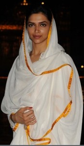 Latest fashion trends2011-White Salwar Kameez-Priyanka Chopra