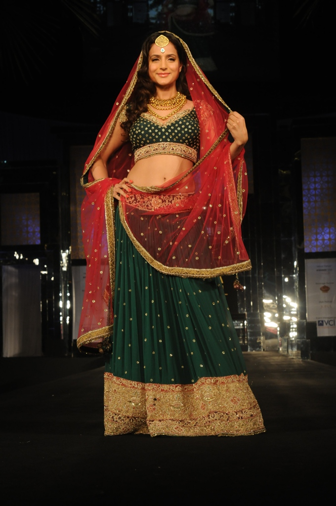 ameesha patel red-green lehenga bridal week 2011
