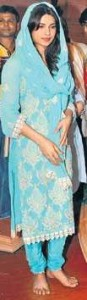 fashionable salwar kurta priyanka chopra 2011