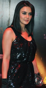 F1-Preity-Zinta-black-sequin-dress-latest-trends-2011
