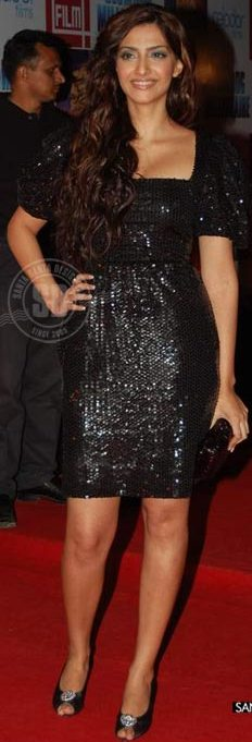 Sonam-Kapoor-sequin-black-dress-latest-fashion-trends