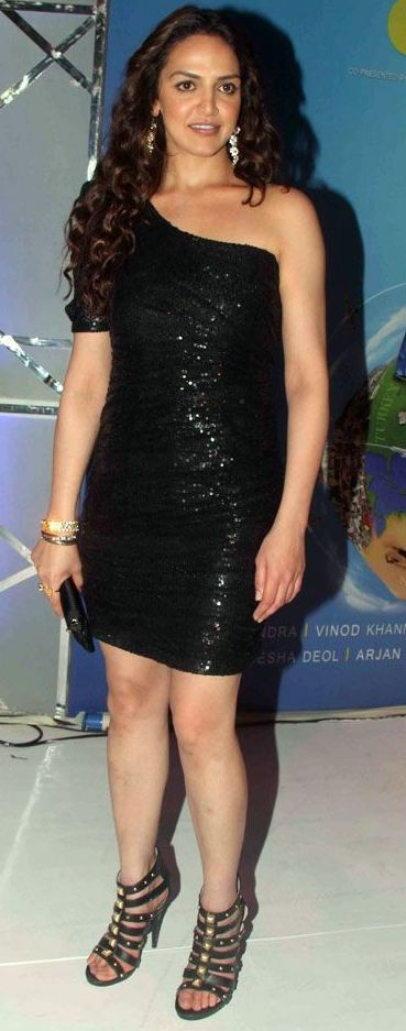 Esha-deol-black-sequin-dress-latest-fashion-trends