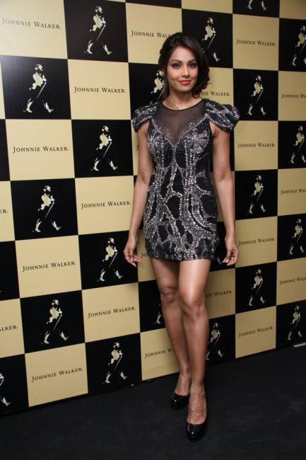 bipasha-basu-black-sequin-dress-latest-fashion-trends