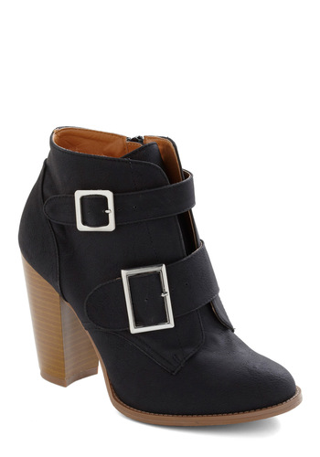 Black Buckle-latest Boot trends