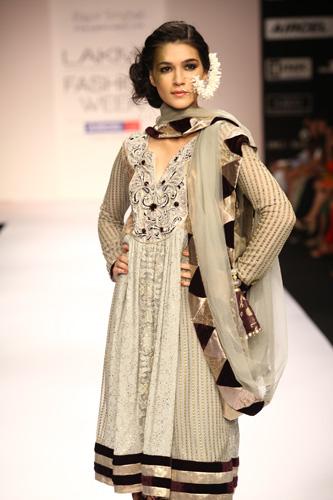Black-white-dress-payal-latest-fashion-trends-2012