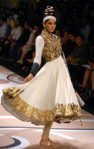 Lakme Fashion week 2012| Black and Gold ruled the Ramp ...