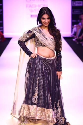 Tanishaa Mukherjee-lakme fashion week 2012-payal singhal