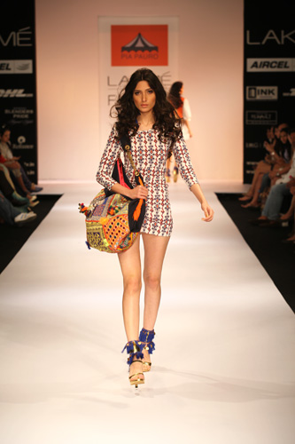 pia pauro-lakme fashion week 2012-neon