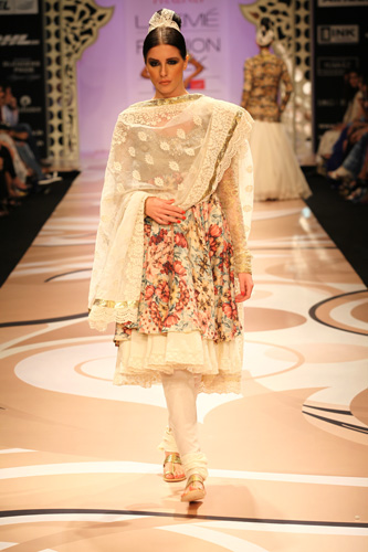 Mughal Empire on Ramp with Vikram Phadnis Collection ...