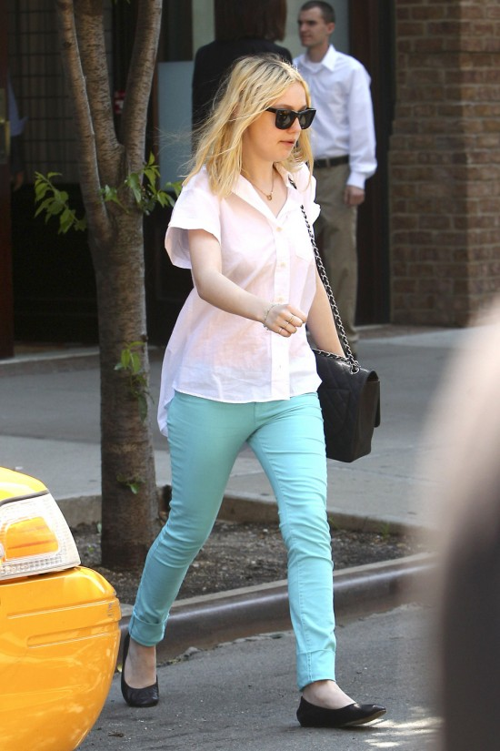daktoa-fanning-pastel-blue-denim-trends-2012