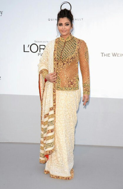 Indian-celebrity-Aishwarya+Rai+at+Cannes+2012-post-pregnancy-in-Abu-Sandeep-Traditional-dress