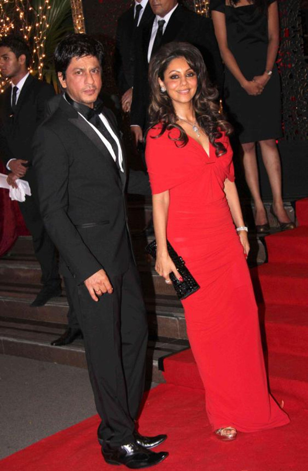 Bollywood-Celebrities-shah-rukh-khan-gauri-at-Karan-Johar-Birthday-Party-2012