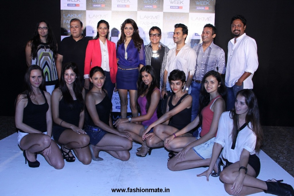 Shortlisted Models with the jury Members at LFW Model Auditions for WF 2012