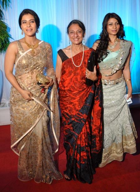 Kajol-tanisha-tanuja-at-esha deol wedding reception