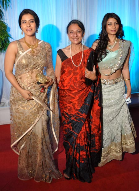 Kajol-Tanisha-Tanuja-at-Esha Deol's Wedding Reception
