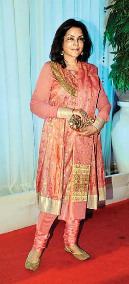 Zeenat in salwar suit at Esha Deol's Wedding Reception
