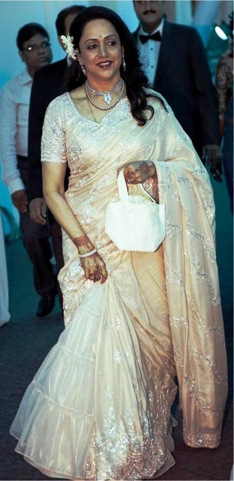 hema malini in neeta lulla at esha deol's wedding reception