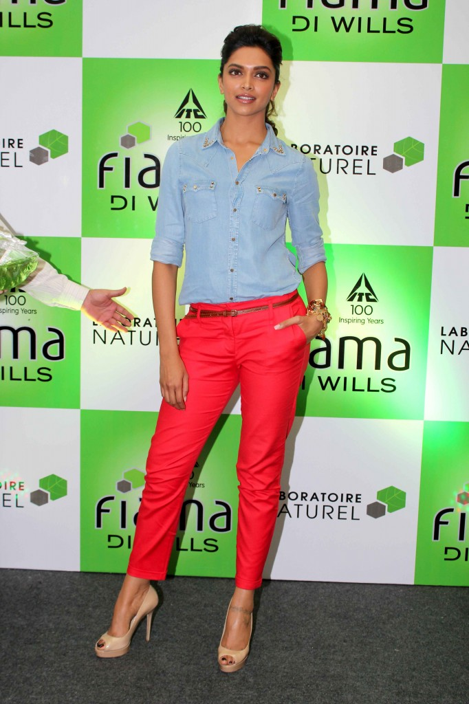 Deepika-Padukone-in red jeans celebrity fashion trends