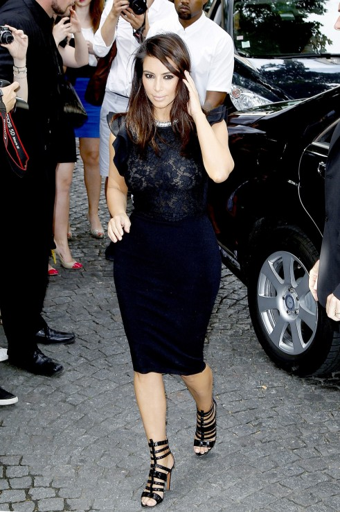 Kim-Kardashian-Valentino-dress-Show-Paris-Fashion Week