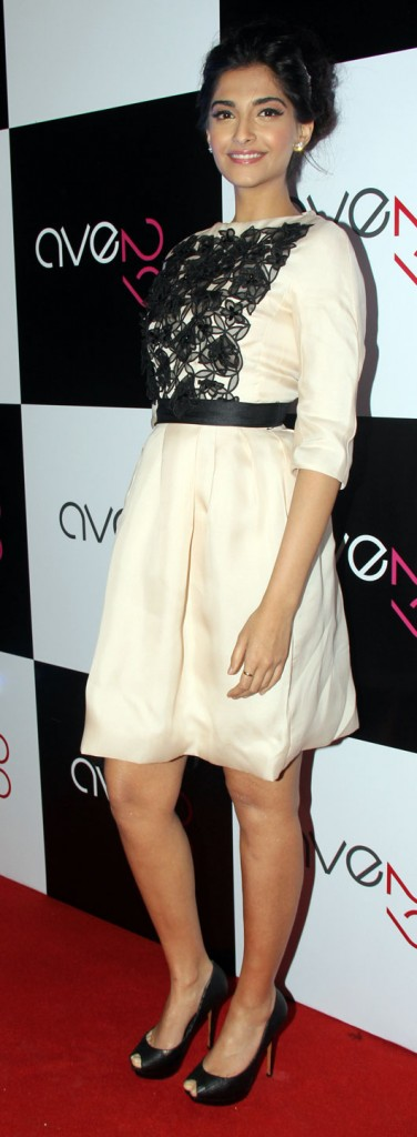 ave29-Sonam-Kapoor-Dior-2012-fashion-Trends