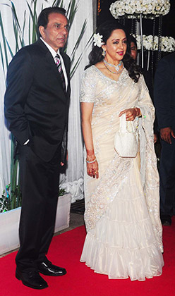 hema malini in classy neeta lulla designer saree at Esha deol's wedding reception