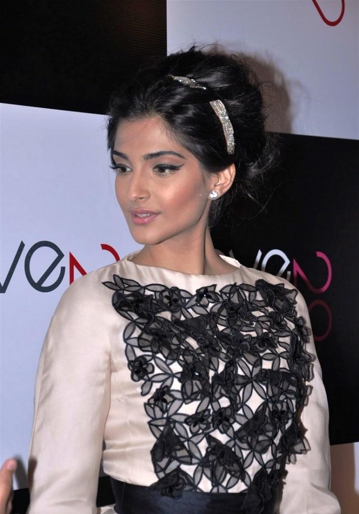 sonam-kapoor-ave-29-gallery-Dior-2012