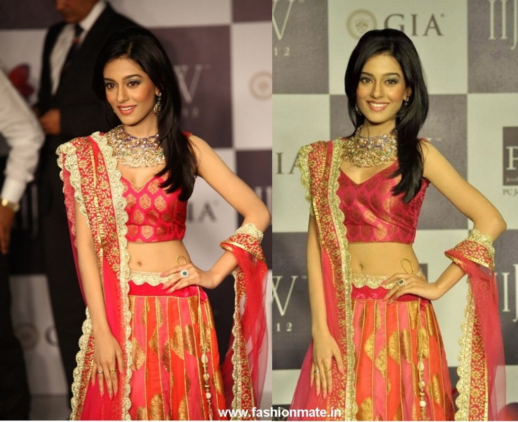 Amrita Rao in Mor-Bagh-for-Agni-Jewellers-Jashn Lehenga at IIJW 2012