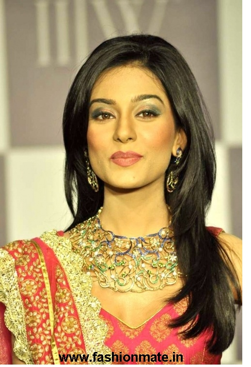 Amrita Rao walks for Agni Jewellers at IIJW 2012