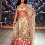 Katrina Kaif as Showstopper for Manish Malhotra's Collection at PCJ Delhi Couture Week 2012