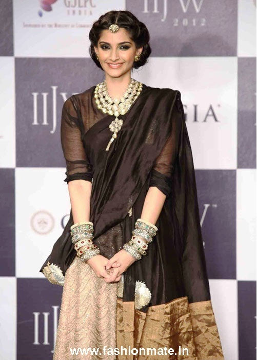 Sonam Kapoor in Anamika Khanna for PCJ at IIJW 2012 | Fashion Mate ...