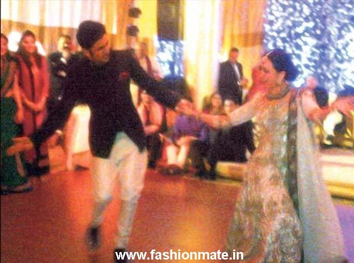 Ranbir-Karishma-Kapoor-dance-at-Saif-Kareena-wedding-Saifeena