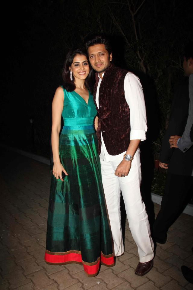 Genelia and ritesh at manish malhotra show for BMW