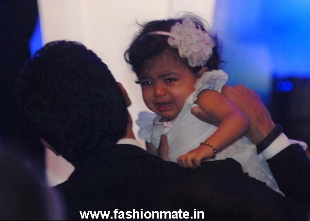 aaradhya bachchan crying pictures