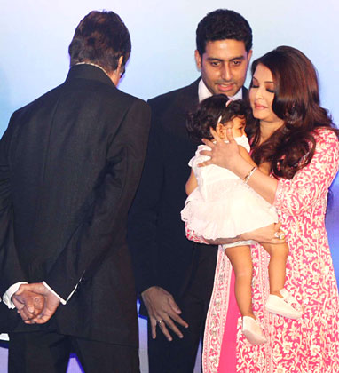 aaradhya-bachchan at aishwarya rai bachchan birthday celebration
