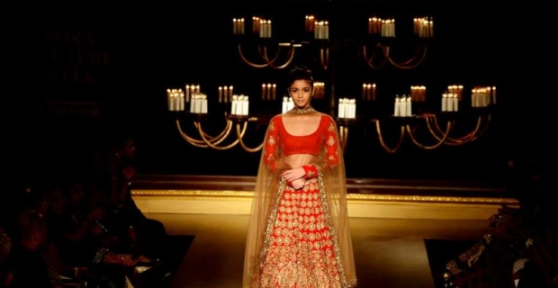 Bubbly Alia Bhatt becomes the regal bride for Manish Malhotra!
