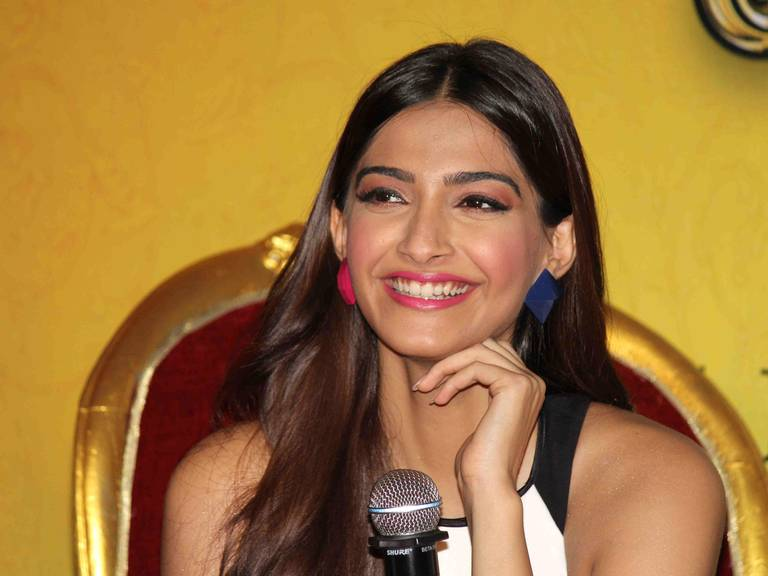 Sonam kapoor mis-match earrings khoobsurat promotions