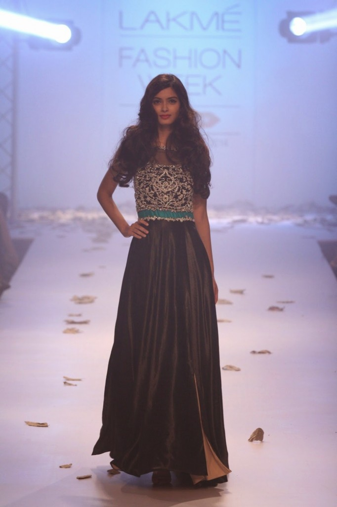 Diane Penty walks for Rocky at Lakme Fashion Week winter festive 2014