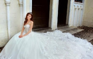 Budget fashionista- Super stylish designer wedding Dress for your D day!