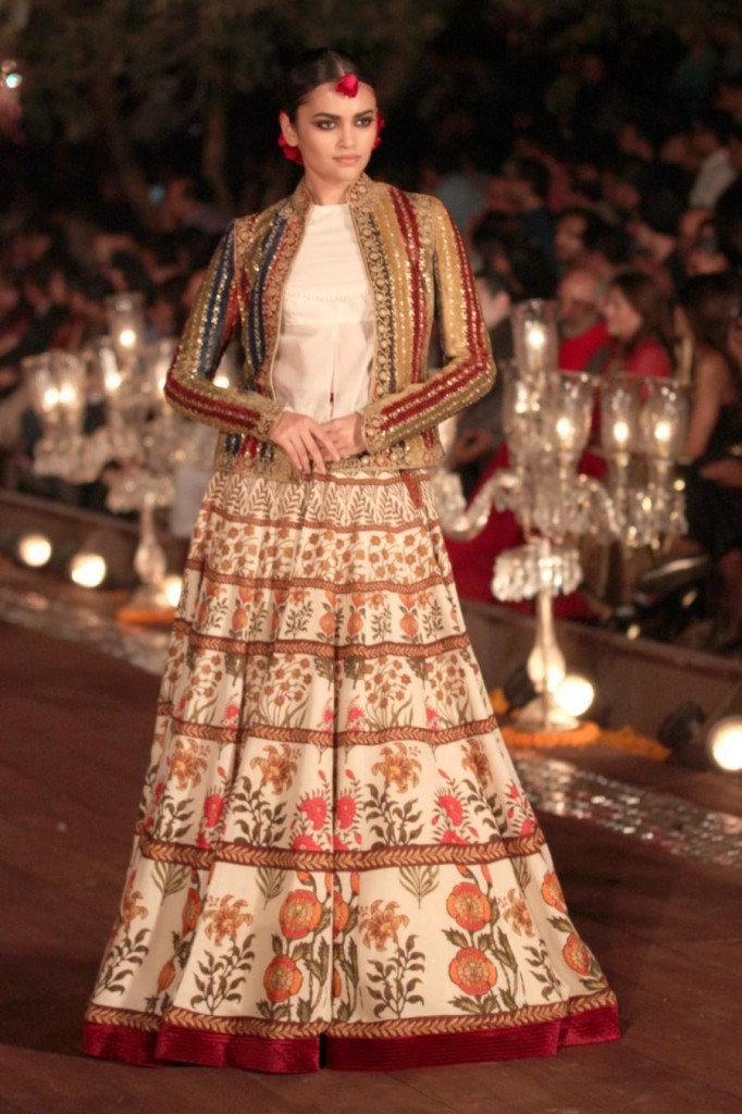 Top 15 Looks From Rohit Bal 39 S Collection At Wifw 2015 Wedding Must Have 39 S Fashion Mate