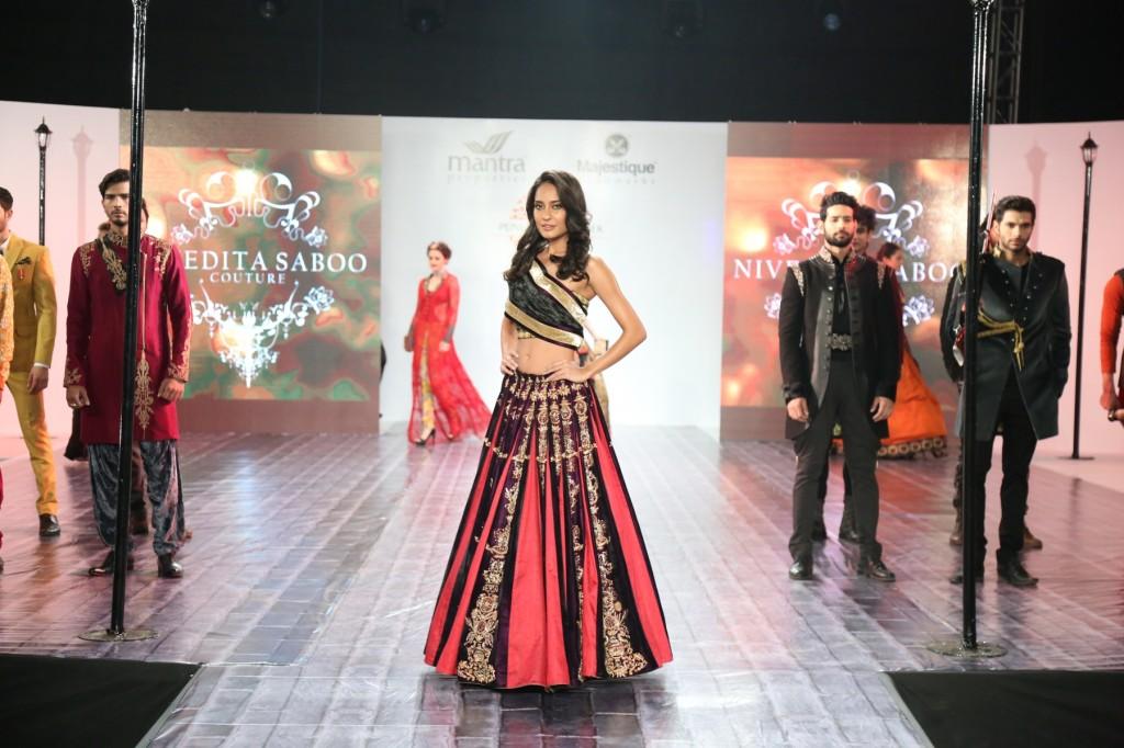 Actress Lisa Haydon showstopper for Nivedita Saboo at Pune Fashion Week 2014 - day 2