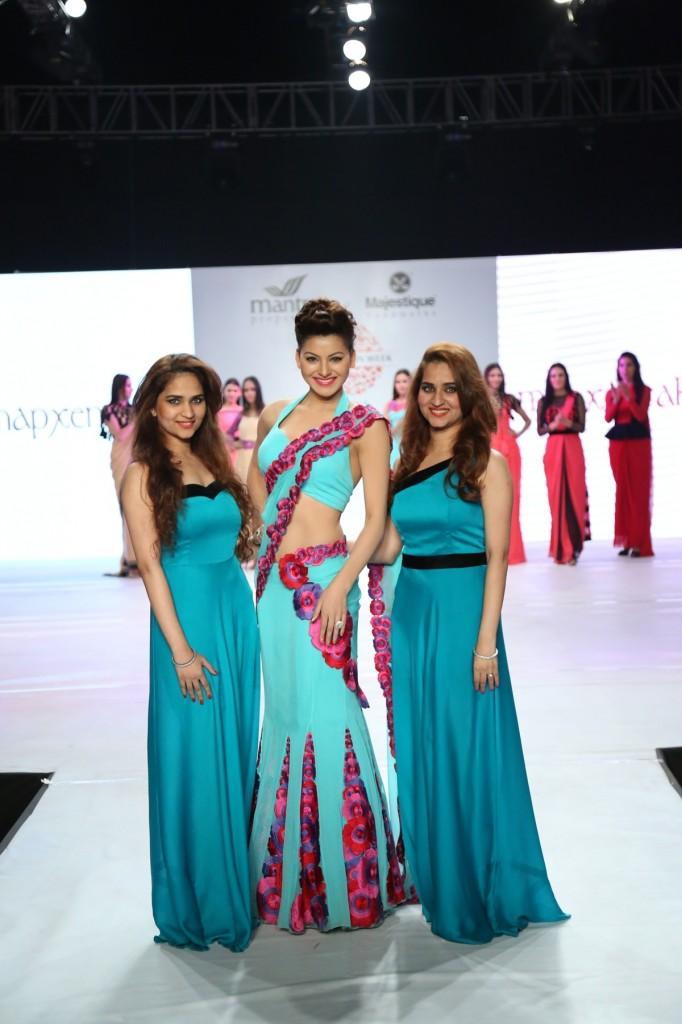 Actress Urvashi Rautela showstopper for Designer Riddhi Siddhi of pune fashion week 2014 - day 2