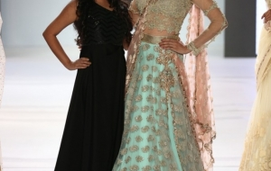 Pune fashion week dazzles with Glamour! Lisa Ray & Aditi Govitrikar walk the ramp!