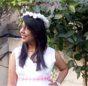 Of floral Crowns & White Gowns – Balancing Comfort & Style this Summer!