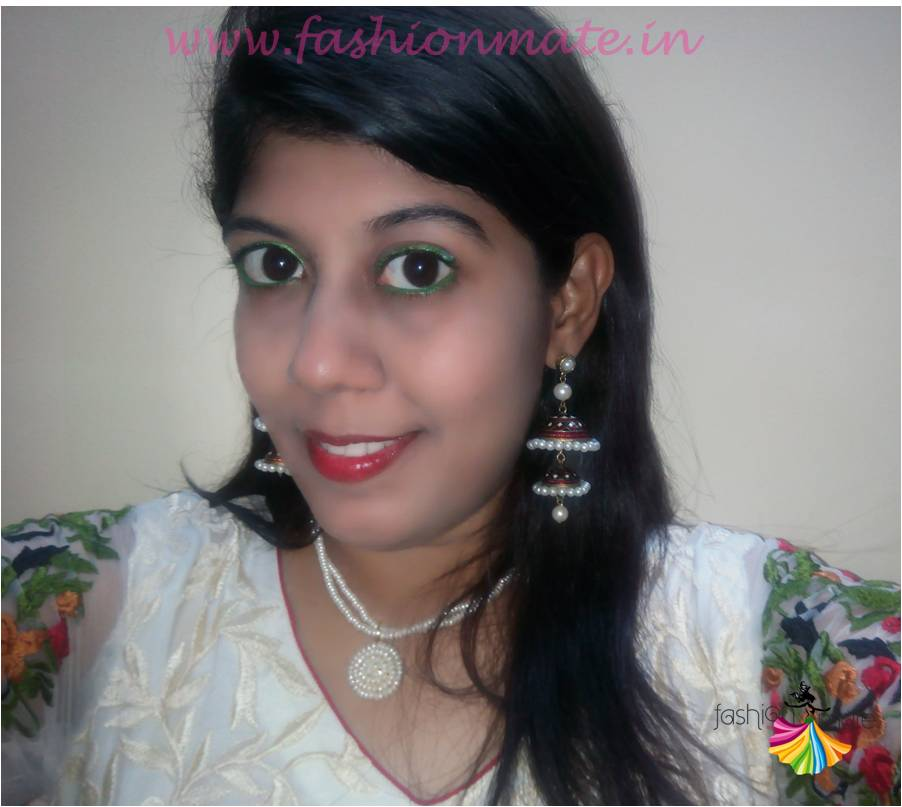 How to style your Fashionable pearl jhumkas on indian wear
