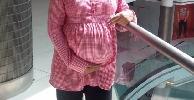 Pregnancy OOTD – Gingham Shirt & Maternity leggings!