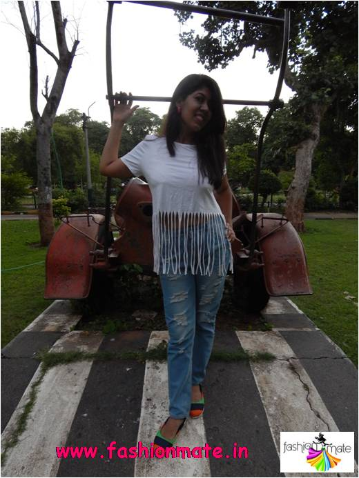 How to style fringed top in casual sporty look