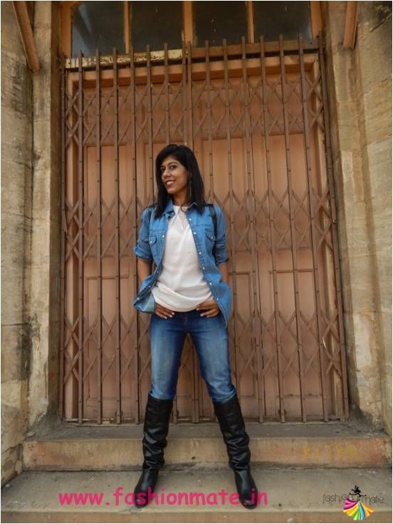 fall-fashion-must-have-boots-knotted-denim-shirt