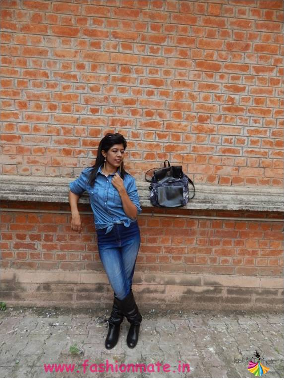look-4-knotted-button-down-denim-shirt-boots