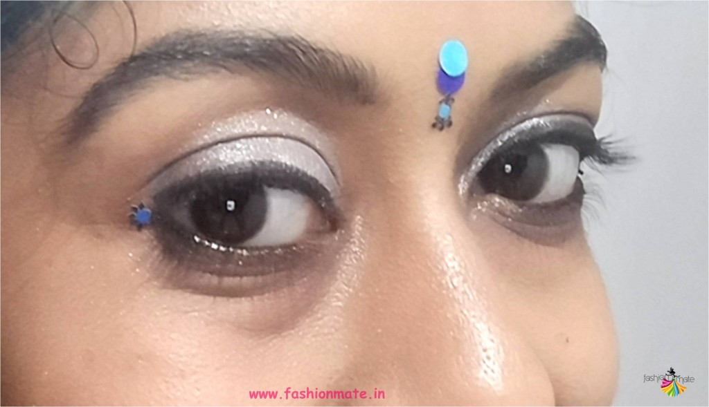 Navratri makeup trends - Blue and silver eyeshadow
