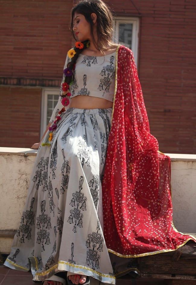 red bandhani duppatta best chaniya choli outfit navratri fashion 2017